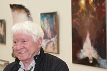 Závěr hodonínské výstavy akademického malíře Pavla Vavryse.