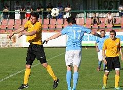Fotbalisté Mutěnic (ve žlutých dresech) ve 4. kole krajského přeboru porazili Boskovice 2:1.