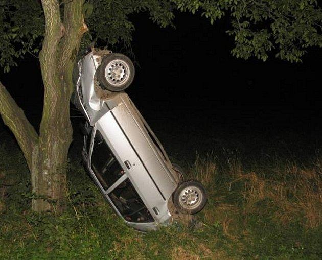 Žena postavila auto na zadní.