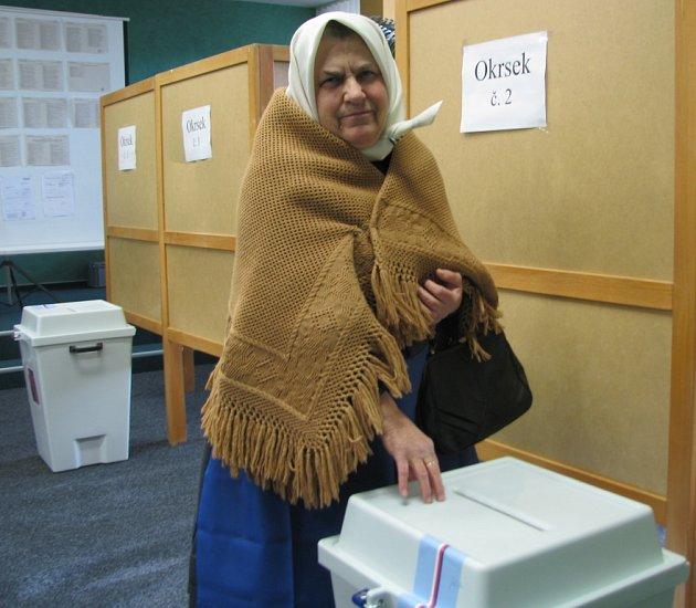 Jedna z prvních voliček v Dolních Bojanovicích.