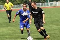 Záložník Bořetic Václav Matula (v černém) dvěma góly rozhodl nedělní duel v Kyjově.
