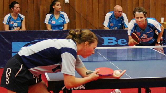 1. finále extraligy 2008/09: Hodonín (ve světlomodrém) vs. Břeclav