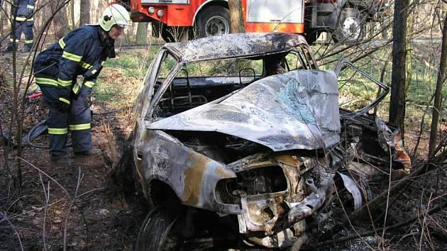 Řidič při nehodě uhořel