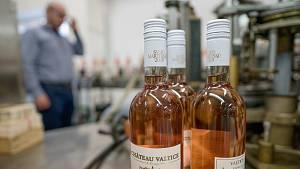 Lahvování svatomartinských vín ročníku 2020 v Chateau Valtice