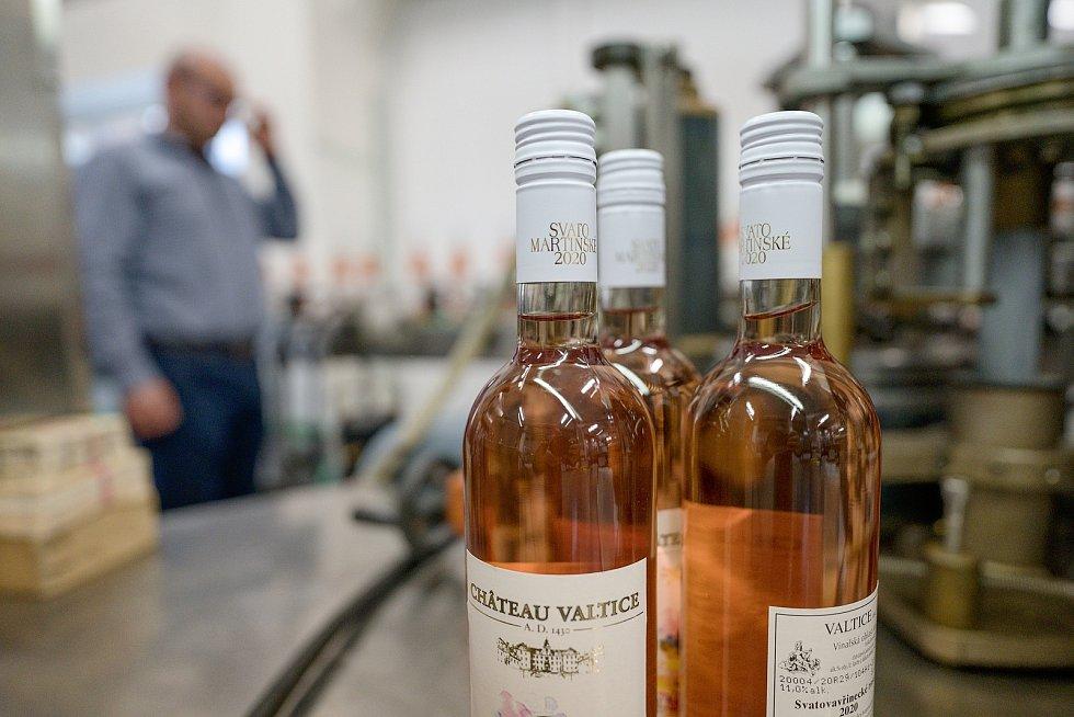 Lahvování svatomartinských vín ročníku 2020 v Chateau Valtice.