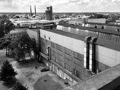 Původní firma HAK, která vyráběla armatury, sídlila v tehdejší Rohatecké a dnešní Štefánikově ulici. Nová továrna vyrostla v Lipové ulici.