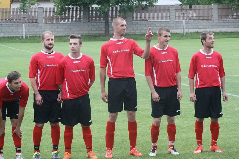 Strážnický fotbalista Tomáš Lípa (čtvrtý zprava).