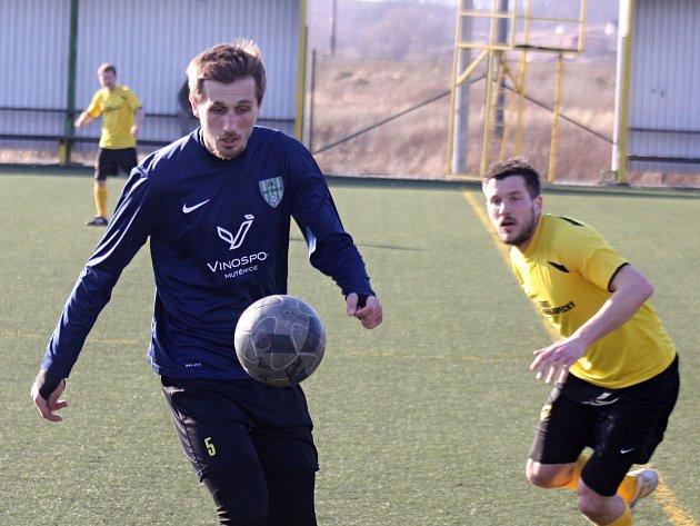 Zatímco fotbalistům Mutěnic dlouhá zimní příprava o víkendu skončila, týmy hrající nižší krajské a okresní soutěže mají před sebou ještě generálku.