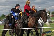 Všechno co kdy diváci obdivovali ve filmech a mělo co do činění s jízdou na koních, mohli vidět o víkendu v Dolních Bojanovicích.