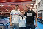 Stolní tenista Lubomír Jančařík (vlevo) byl na olympiádě společně s Pavlem Širučkem (vpravo) a Hanou Matelovou.