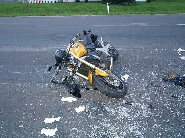 Motocykl po nedělní nehodě u Rohatce.