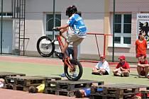 Součástí programu byla i ukázka umění biketrialistů.