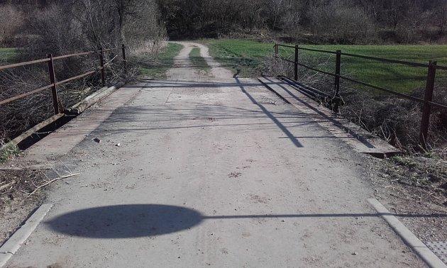 Most přes Trkmanku, jak vypadal před opravami.