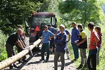 Nenkovičtí si pro smrk na májku museli až do Ždánického lesa.