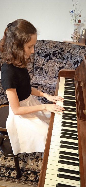 Ria Sabotová a Anna Piknerové se zúčastnily nesoutěžního festivalu Česká klavírní moderna dětem. FOTO: Ria Sabotová