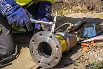 Plynaři obnovují dodávky v postižených obcích.