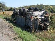 Na silnici mezi Nechvalínem a Lovčicemi havaroval popelářský vůz.