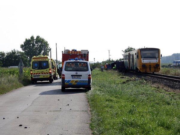 Strážka osobního vlaku sdodávkou si vyžádala dva lidské životy.