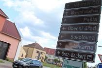 Centrum obce Lužice s obecním úřadem.