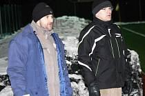 Ratíškovičtí trenéři Petr Vybíral (vlevo) a Zbyněk Polišenský se nestačili divit, co za šance jejich svěřenci zahodí.