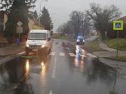 Místo nehody ve Ždánicích. Dodávka srazila sedmdesátiletou ženu.