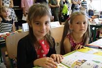 Pět desítek vracovských prvňáčků má za sebou svůj první školní den.