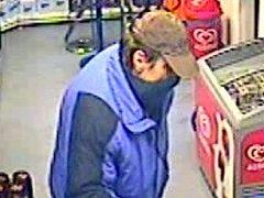 Policie hledá muže, který ve středu 23. ledna přepadl benzinovou stanici v Žarošicích.