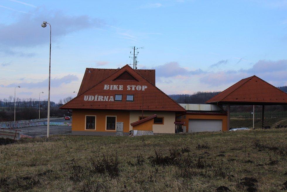 Bývalá celnice mezi obcemi Javorník a Vrbovce.
