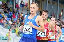V běhu na 1500 metrů svedli na domácím šampionátů boj o prvenství Filip Sasínek (v čele) s Jakubem Holušou (na snímku na druhé pozici).