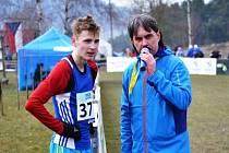 Devatenáctiletý hodonínský běžec Filip Sasínek (vlevo) splnil limit pro účast na halovém mistrovství Evropy, které na začátku března hostí pražská O2 aréna.