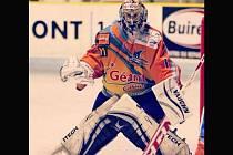 Čtyřiadvacetiletý hokejový brankář Petr Zavadil se po dvou letech vrací z Francie domů. Smlouvu sice podepsal ve Zlíně, ale chytat bude hlavně za Hodonín.