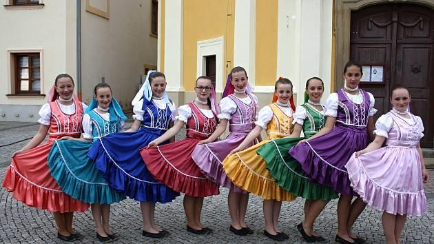 Hudební festival Štěpy představil dětské soubory z České republiky, Slovenska i Maďarska. Zámecký park ve Veselí nad Moravou ožil Pohádkovým lesem.