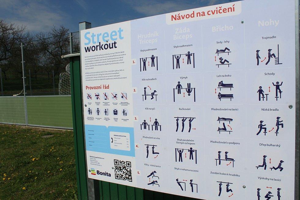 Nové workoutové hřiště v Čejkovicích.