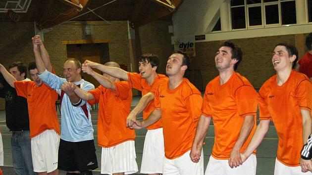 Futsalisté Dubňan se radují z postupu do semifinále okresního přeboru.