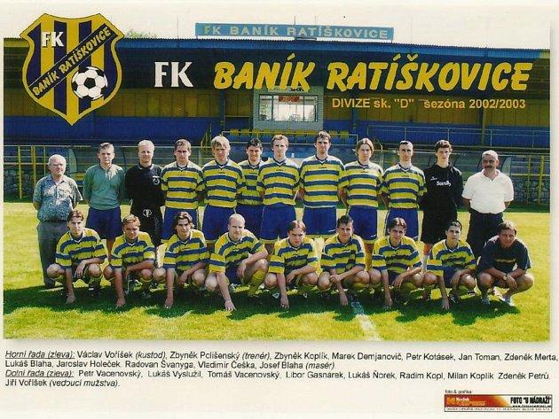 Zbyněk Koplík sdivizním týmem Baníku Ratíškovice (vhorní řadě třetí zleva).