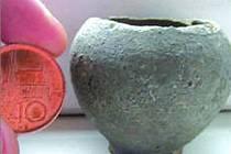 UNIKÁT. Nalezená miniaturní nádobka.