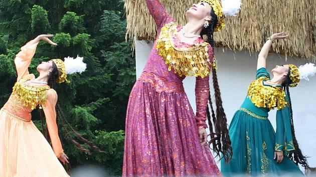 Exotické folklórní vystoupení předvedl soubor z Jižní Koreje