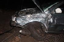 O obrovském štěstí může hovořit mladá řidička, která se v noci na neděli vybourala u Hodonína. Z nárazu do stromu vyvázla s lehkým poraněním. Podle policie chybělo jen málo a následky by byly závažnější.