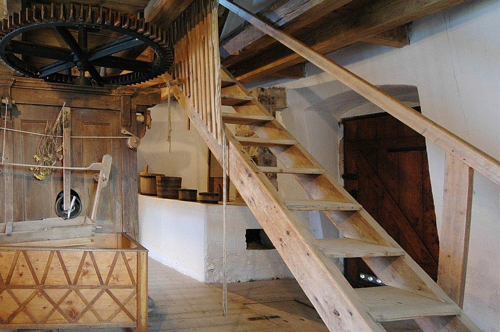 Národní kulturní památka, větrný mlýn v Kuželově, prošla rekonstrukcí, opět vítá návštěvníky.