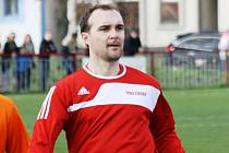 Čejkovický útočník Radovan Maňák se proti Strážnici prosadil hned dvakrát. Domácí tým nakonec vyřadil soupeře z vyšší soutěže po penaltovém rozstřelu.