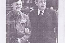 Macháček po promoci s Janem Masarykem