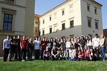 Osmnáct studentů z Holandska přijelo na týden poznávat Českou republiku. Hostí je strážnické Purkyňovo gymnázium.
