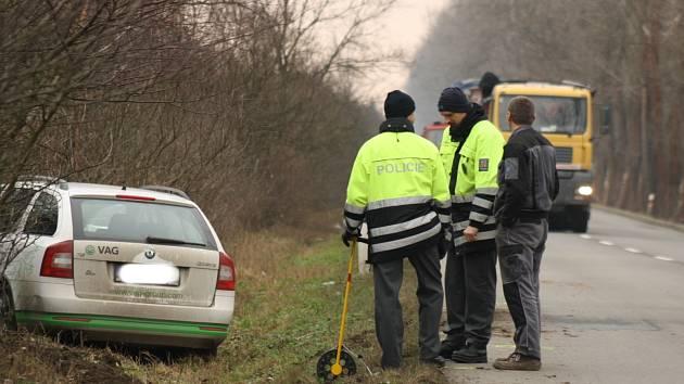 Mezi Mutěnicemi a Hodonínem došlo v úterý dopoledne k dopravní nehodě dvou osobních automobilů.