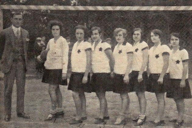 Házená zapustila kořeny na Slovácku po vzniku Československa. Díky ní se původní česká hra, jejíž pravidla byla ve dvacátých a třicátých letech pravidly mezinárodními, uchytila i vHodoníně a okolí.