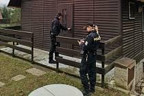Policisté kontrolovali chaty na Hodonínsku.