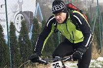 Mistr světa Alois Kaňkovský si poslední vyjížďku náramně užil. V mrazu absolvoval několik kilometrů, navíc v závěrečném spurtu porazil i Jana Bártu.