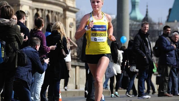 Osmnáctiletá Tereza Korvasová při svém debutu na Pražském půlmaratonu zaběhla výtečný čas 1:17:47 hodiny. Z českých závodnic skončila druhá, lepší než rodačka ze Vnorov byla pouze její oddílová kolegyně Anežka Drahotová.