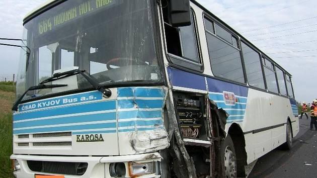 Nehoda autobusu mezi Vlkošem a Kyjovem.