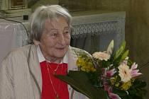 Dana Zátopková přijela do Vacenovic, aby darovala místnímu kostelu rodinný obraz svaté Barbory.