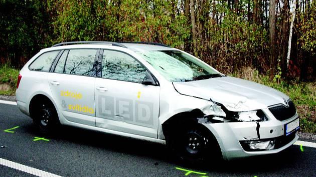 Tragická nehoda, při níž zemřel cyklista mezi Ratíškovicemi a Hodonínem. Mladík vyjížděl na kole z lesa a srazilo ho auto.